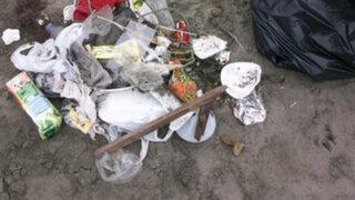 Veraneantes dejan gran cantidad de basura en la playa Agua Dulce