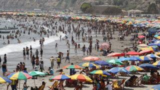 Miles de limeños tomaron las playas de Lima para contrarrestar el sofocante calor