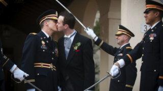 Celebran primer matrimonio gay en base militar de EEUU