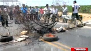 Tumbes: profesores bloquearon puente como reclamo por falta de pagos