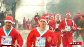 Serbia: miles de hombres y mujeres participan de curiosa maratón navideña