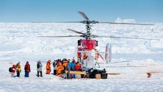 Rescatan a pasajeros de barco ruso varados en la Antártida desde Navidad