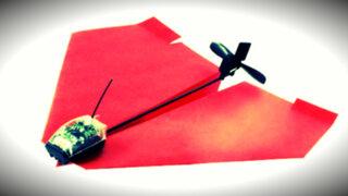 VIDEO: cómo convertir un avioncito de papel en un avión de combate teledirigido