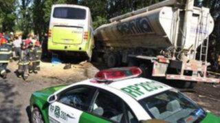 Argelia: choque entre camión y bus deja once muertos y 28 heridos