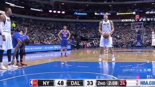 VIDEO: jugador de la NBA le desata los pasadores a un rival durante el partido