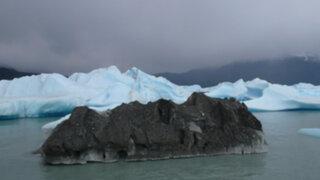 FOTOS: el misterio del iceberg negro que desconcierta a cibernautas