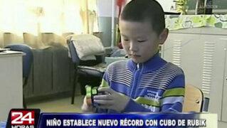 China: niño de 9 años bate récord mundial con cubo de Rubik