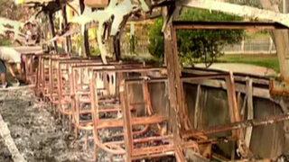 Personas desadaptadas queman bus de turismo en el distrito de Independencia