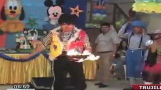 VIDEO: Truco de payaso falla y quema viva a una paloma en show infantil