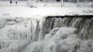 FOTOS: tormenta invernal congela las  Cataratas del Niágara