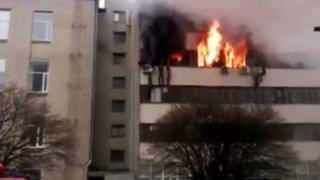 Noticias de las 7: espectacular incendio en Ucrania acabó con la vida de ocho personas