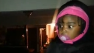 VIDEO: Niña se sorprende al conocer al gemelo de su padre