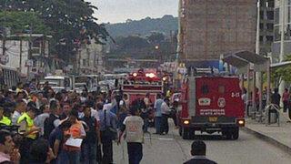 Lima: pared de centro comercial se derrumbó y puso en peligro a vendedores