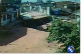 VIDEO: padre lanza a su bebé por la ventana segundos antes de que casa colapse