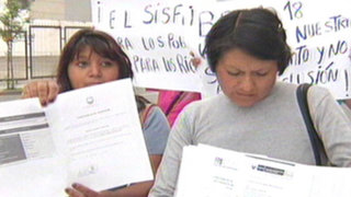 Padres cuyos hijos accedieron al programa Beca 18 protestan por demoras