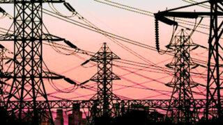 Usuarios reportan corte de fluido eléctrico en varios distritos de Lima