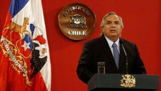 Ministro chileno atribuyó su voz temblorosa durante mensaje al exceso de trabajo