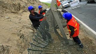 Enmallado de Costa Verde produce deslizamientos de piedras en Miraflores