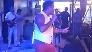 Impactantes imágenes de un cantante que se electrocutó en pleno concierto