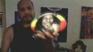 Enemigos Públicos: Joel Merino, el artista que plasma retratos sobre piedras