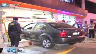 La Victoria: Sujetos ebrios chocaron contra minimarket tras hacer piques ilegales
