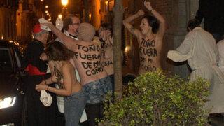 España: activistas Femen lanzan ropa interior a arzobispo de Madrid