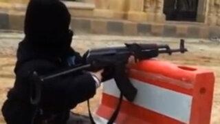 Siria: Escalofriante video muestra a niño de cuatro años disparando un AK-47