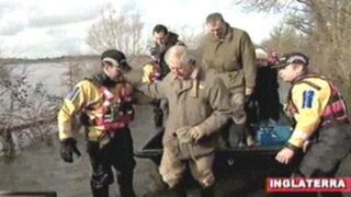 Inglaterra: Príncipe Carlos visita a los damnificados por inundaciones