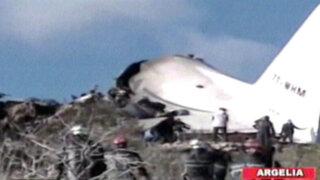 Argelia: avión militar se estrella contra montaña y deja más de 100 muertos