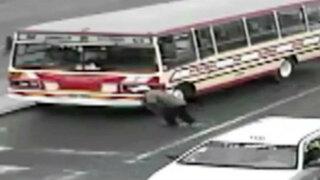 Caen transportista y cobrador que robaban tapas de buzones en el Callao