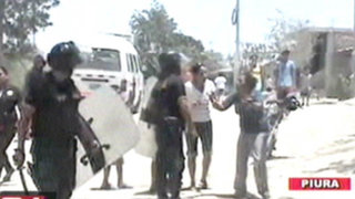La policía desalojó a golpes a familia que invadió vivienda en Piura