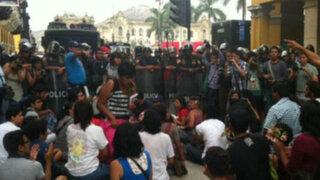 Centro de Lima: 'Besos contra la homofobia' generó enfrentamientos con la Policía