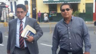 Alcalde Burgos llegó a la Dirincri para indagar  sobre la muerte de su hijo