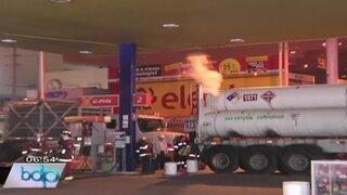 Alarma por fuga de gas en cisterna dentro de un grifo de la Tablada de Lurín