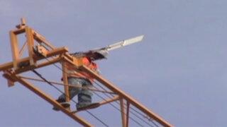 Noticias de las 6: Obrero amenazó con lanzarse de una grúa de más de 50 metros