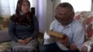 Turquía: hombre se coloca una jaula en la cabeza para dejar de fumar