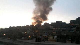El Agustino: Incendio consumió tres viviendas rústicas en el Cerro San Pedro
