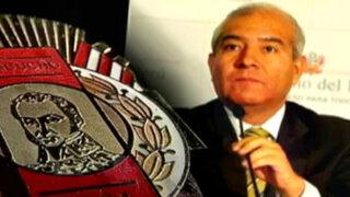 El ministro: entre amigos y medallas con el ministro Pedro Cateriano