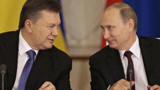 Vladímir Putin ayudaría al presidente ucraniano Yanukóvich a huir de la justicia