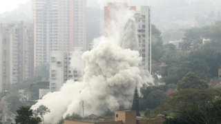 Noticias de las 7: imágenes de la espectacular implosión de un edificio en Colombia