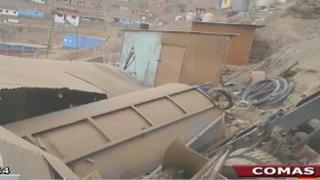 Cisterna se desbarrancó y destruyó vivienda en AAHH Nadine Heredia de Comas