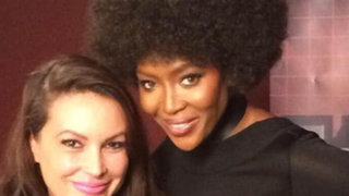 """Modelo Naomi Campbell sorpende al mundo luciendo peinado a lo """"afro"""""""