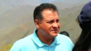Lanzan basura a alcalde Koko Giles durante inspección en Huánuco