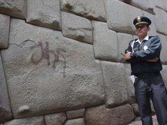 Cusco: aparecen nuevas pintas sobre piedra de los 12 ángulos