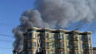 Incendio de grandes magnitudes consumió edificio de departamentos en EE.UU