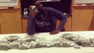 Jugador de la NBA publica foto rodeado con los fajos de billetes de su enorme salario