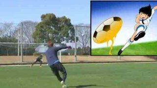 Futbolistas japoneses imitan famoso 'tiro de navaja' de los 'Supercampeones'