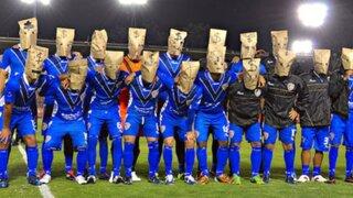 Futbolistas mexicanos exigen pago de sueldos en plena ceremonia de partido