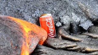¿Qué sucede si una lata de Coca Cola entra en contacto con la lava de un volcán?