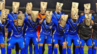 México: futbolistas salieron con bolsas en la cabeza a protestar por impagos